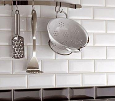Witte tegels een goed idee intercarro tegels natuursteen en parket - Faience giet keuken moderne ...