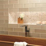 Posez du carrelage en verre dans votre salle de bain