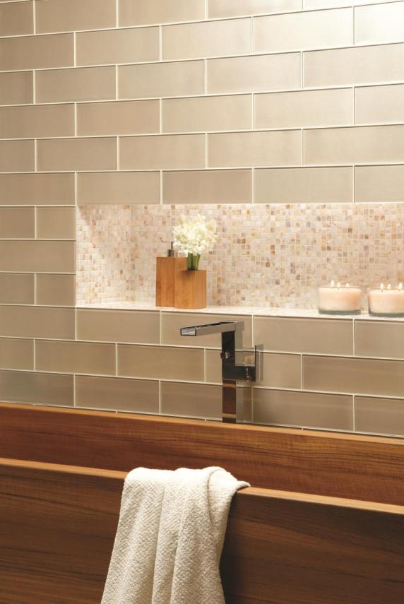 Glastegels transparante luxe voor uw wanden intercarro tegels natuursteen en parket - Tegel wand design ...