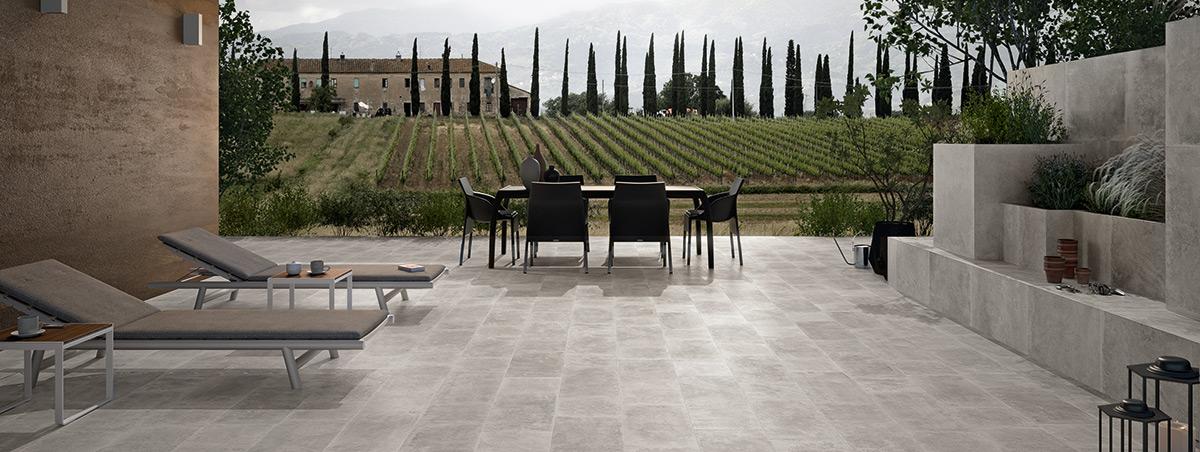 Waarom keramische tegels op elk terras een meerwaarde zijn for Terras op een helling