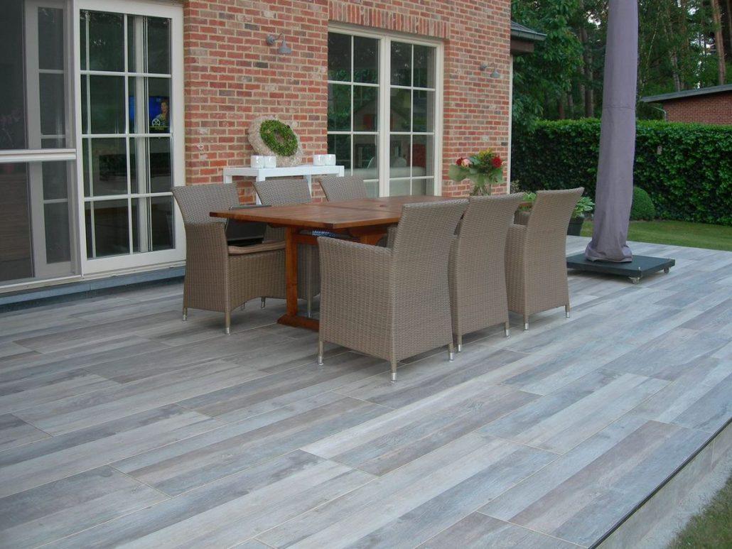 De look van bankirai of ander hardhout en de voordelen van keramische tegels - Dek een terras met tegels ...